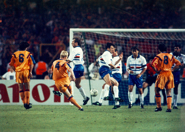 momento-que-ronald-koeman-chuta-porteria-gol-que-supuso-victoria-final-champions-frente-sampdoria-0-1-1337599880475